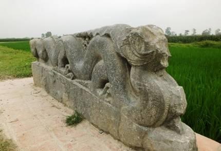 Tượng rồng đá bị chặt đầu và những ân oán lịch sử